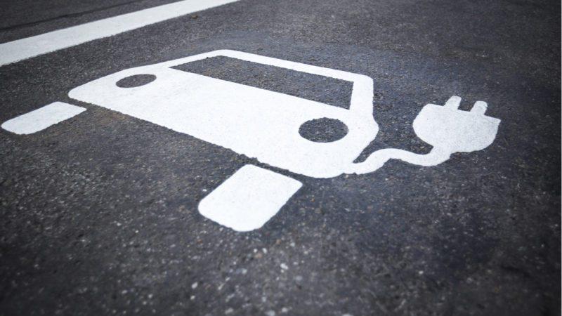 Los nuevos edificios deberán por ley instalar puntos de recarga para coches