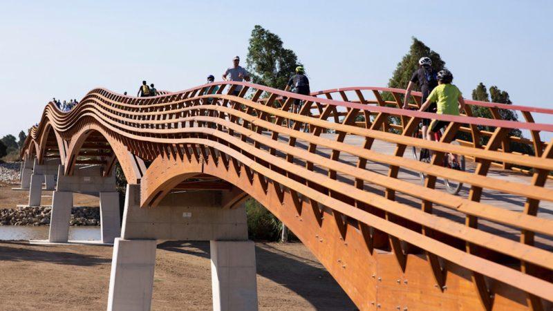 La Senda Litoral de Málaga estrena la mayor pasarela peatonal europea