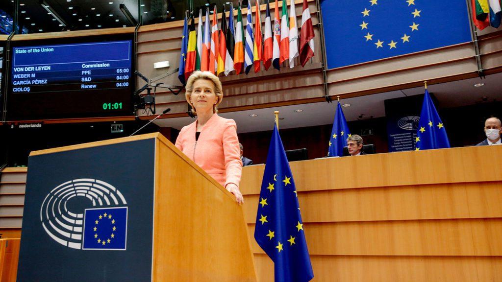 La presidenta de la Comisión Europea, Ursula von der Leyen, hoy en el Parlamento Europeo   Foto: EFE