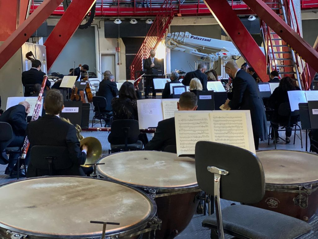 La Orquesta Sinfónica de Tenerife durante su interpretación de la Tercera sinfonía de Beethoven en las instalaciones del Gran Telescopio de Canarias, en la isla de La Palma, en el año 2020. | Foto: IAC