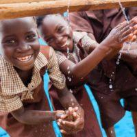 Agua y manos limpias, la mejor receta para la salud