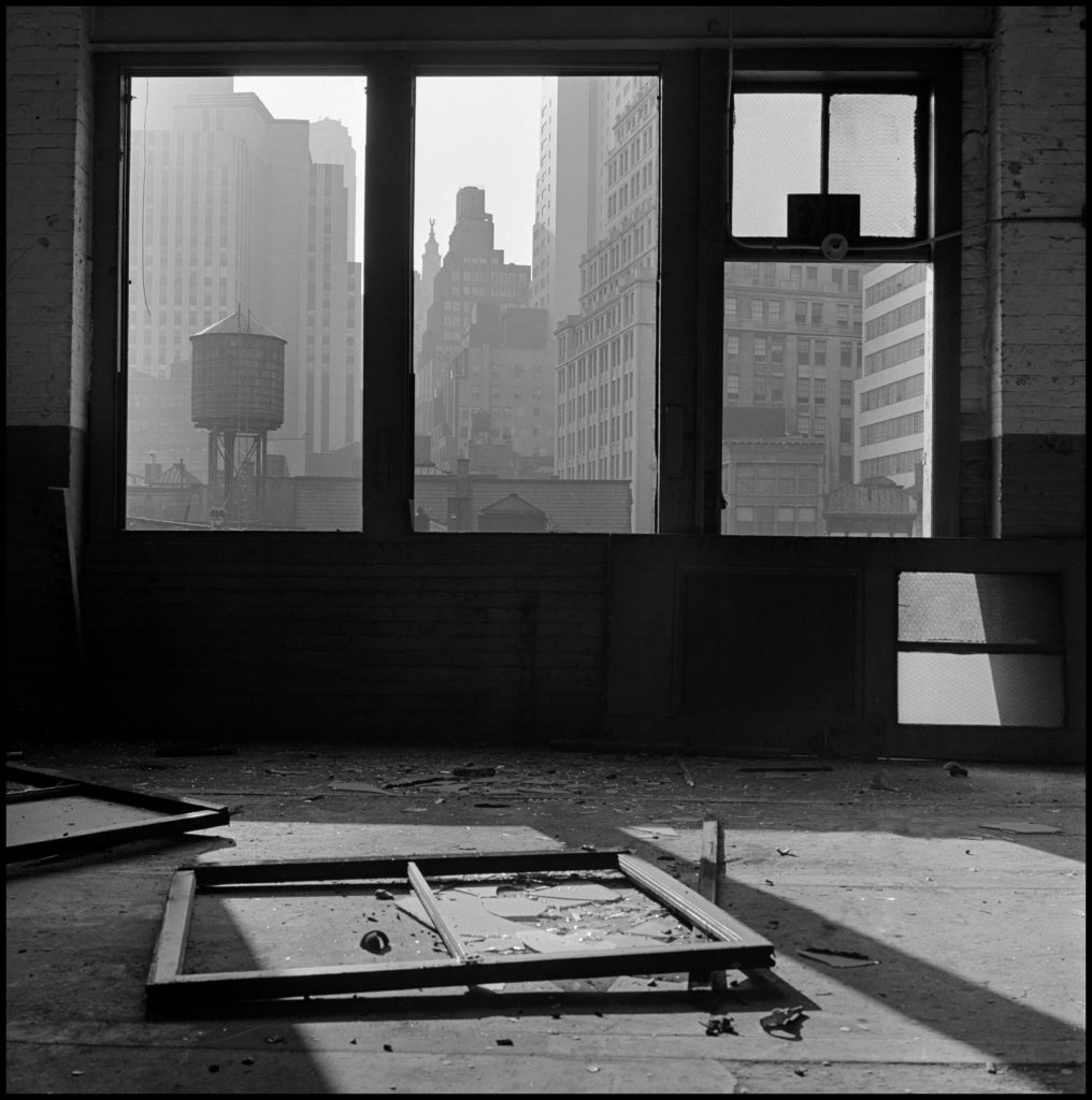 Danny Lyon, Vista hacia el sur desde el nº. 88 de la calle Gold, 1967. | Crédito: Danny Lyon/Magnum Photos