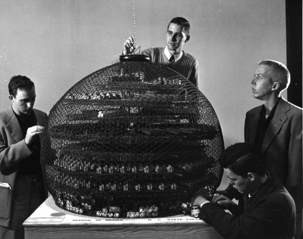 Estudiantes de Diseño de Buckminster Fuller conciben un molino de algodón geodésico. Special College.   Foto: Cortesía de Fundación Telefónica
