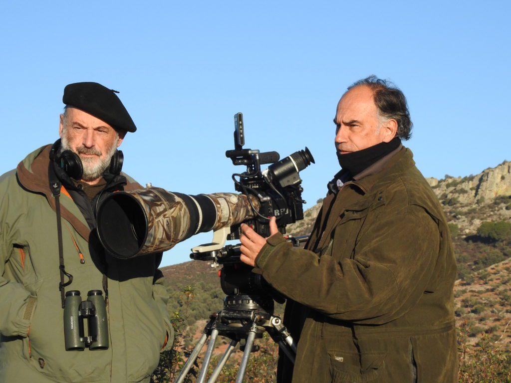 El director Joaquín Gutiérrez Acha (dcha.) junto a Carlos de Hita, responsable del sonido y los textos de la película 'Dehesa'.   Crédito: Wanda Films