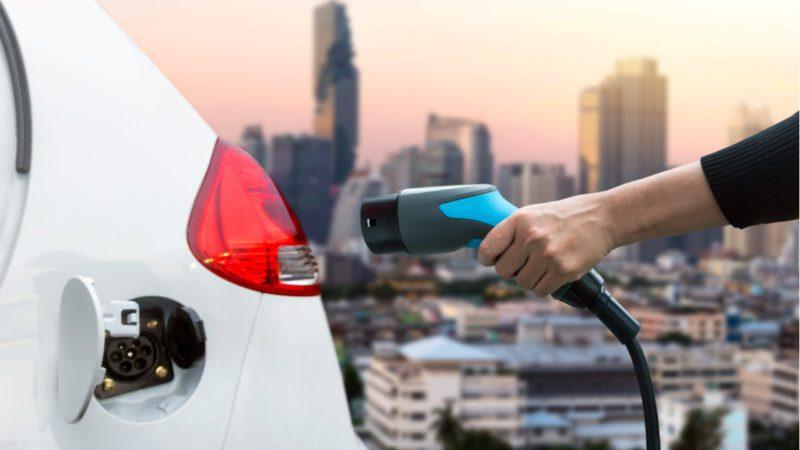 El uso de vehículos eléctricos no es suficiente para reducir las emisiones