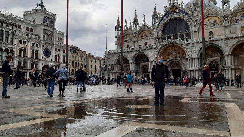 Venecia vence por primera vez a la temida 'acqua alta'