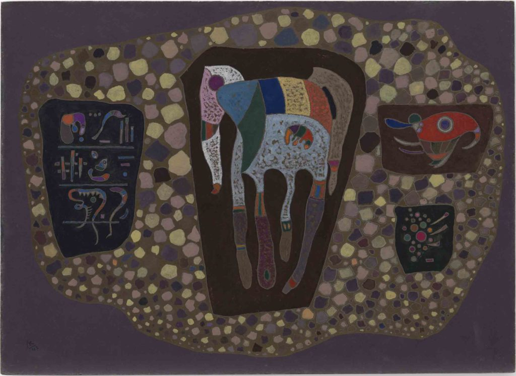 Vasily Kandinsky. Fragmentos, mayo de 1943. Óleo y gouache sobre tablero. 41,9 × 57,9 cm. Solomon R. Guggenheim Museum, Nueva York, Colección Fundacional Solomon R. Guggenheim 49.1224. © Vasily Kandinsky, VEGAP, Bilbao, 2020
