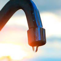 España consolida la caída del consumo de agua a 128 litros diarios por persona