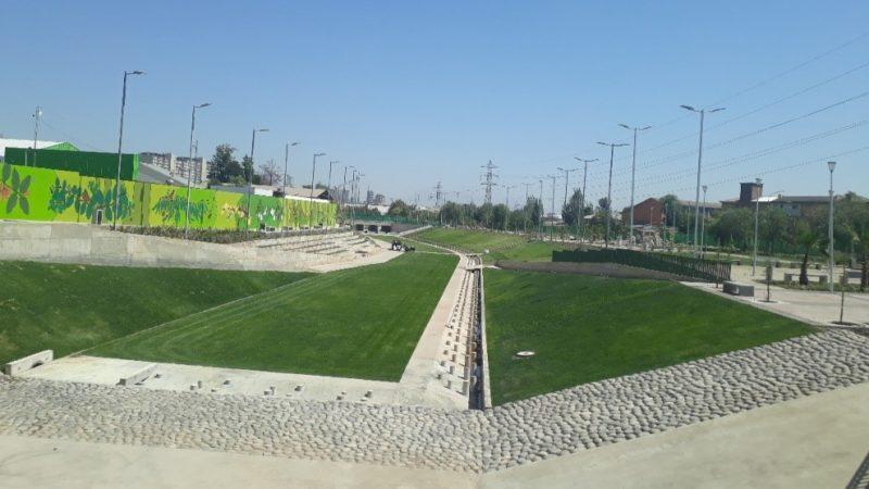 Parque Víctor Jara, cómo convertir un barranco en una esponja de lluvia y un parque para los ciudadanos