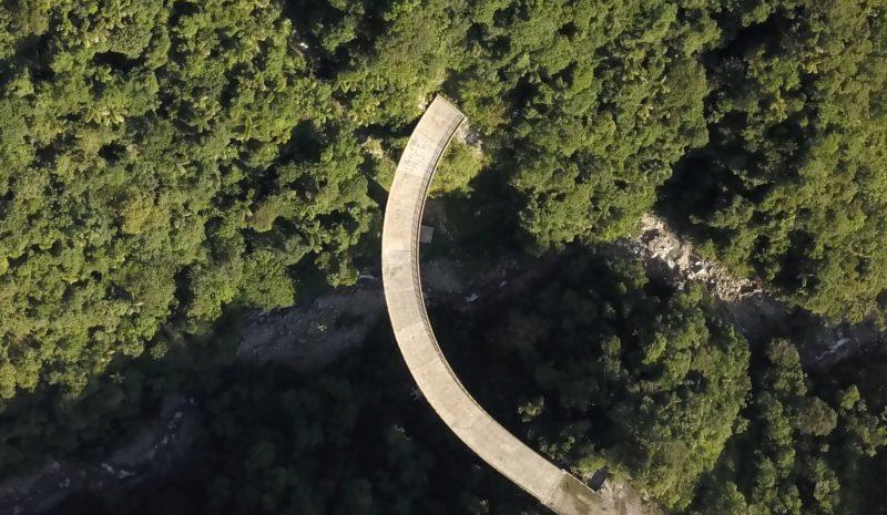 'Suspensión': el puente hacia ninguna parte entre la cordillera y la selva de Colombia