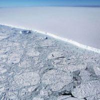 El mayor iceberg del mundo desvía su trayectoria de Georgia del Sur