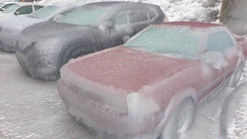 ¿Sabías que puede llover agua que congela todo al instante?