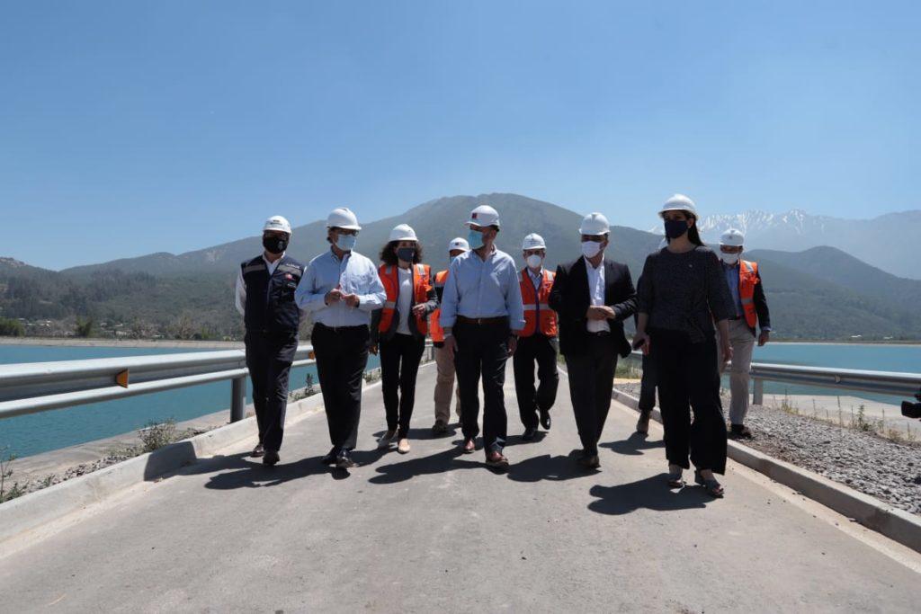 Momento de la inauguración de los Megaestanques de Pirque, una obra millonaria realizada por Aguas Andinas para garantizar el abastecimiento de agua a la ciudad de Santiago de Chile en condiciones de cambio climático