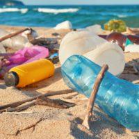 Botellas con GPS: ¿cómo viaja el plástico desde los ríos al mar?