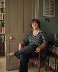 La urbanista y arquitecta Carolyn Steel, quien en su último libro reflexiona sobre la conexión entre consumo de alimentos, ciudades y sostenibilidad de la agricultura.