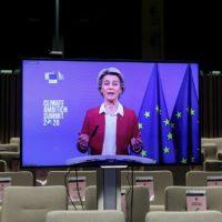 La cumbre de aniversario de París se cierra con otra llamada a la ambición climática