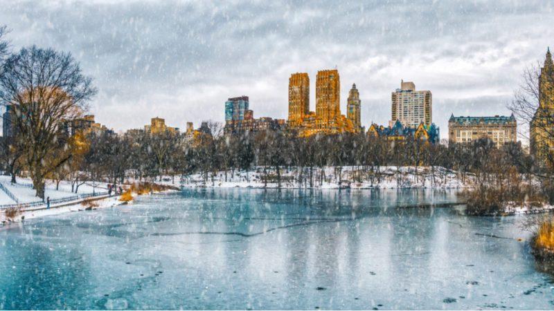 Nueva York vive una Navidad con virus y aguanta, pese a todo