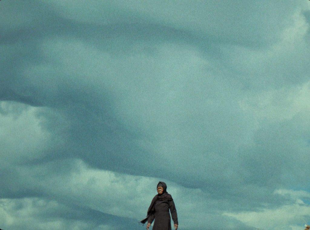 """Fotograma de la premiada película """"This is not a burial"""", sobre la construcción de un embalse en sur de África."""