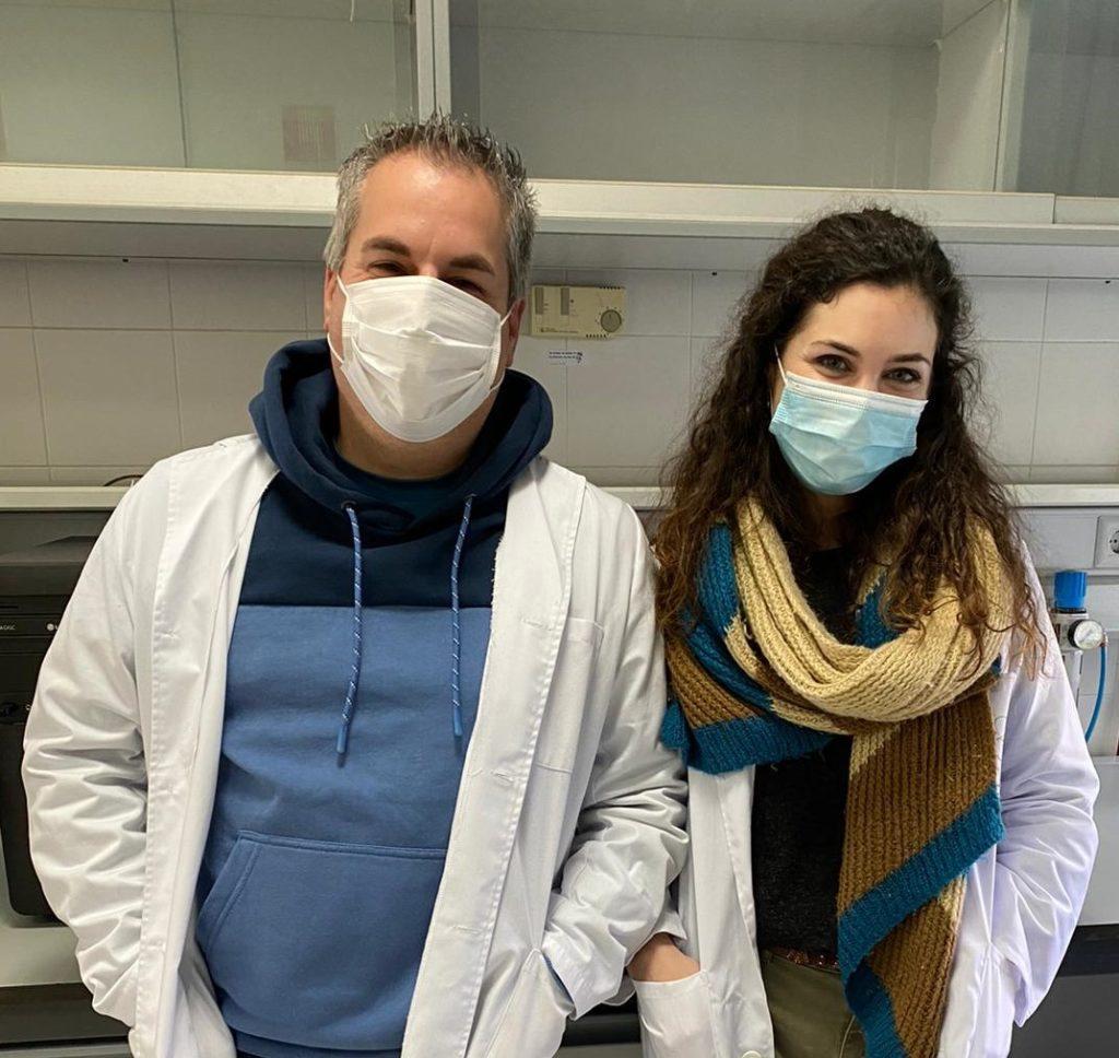 Esther Rincón y Luis Serrano, investigadores de la Universidad de Córdoba que han generado un poliuretano degradable basado en residuos de trigo