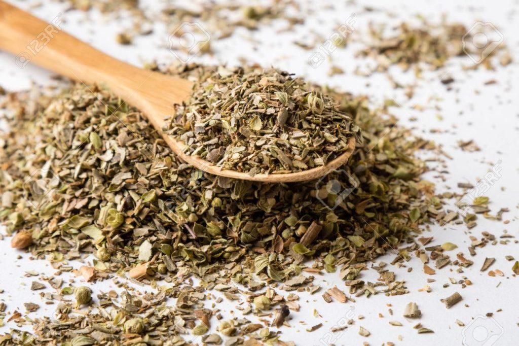 Orégano seco, que es adulterado en ocasiones mezclándolo con hojas de olivo.
