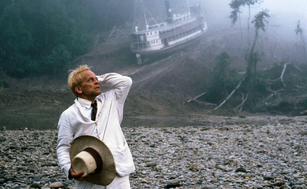 El actor alemán Klaus Kinski en una escena de Fitzcarraldo, la famosa película rodada por Werner Herzog en el Amazonas.