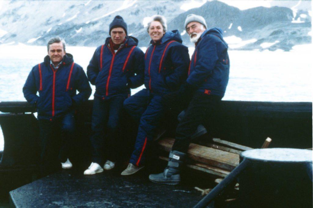 Imagen de los cuatro protagonistas de la expedición de 1986 a la Antártida, con Josefina Castellví en el grupo
