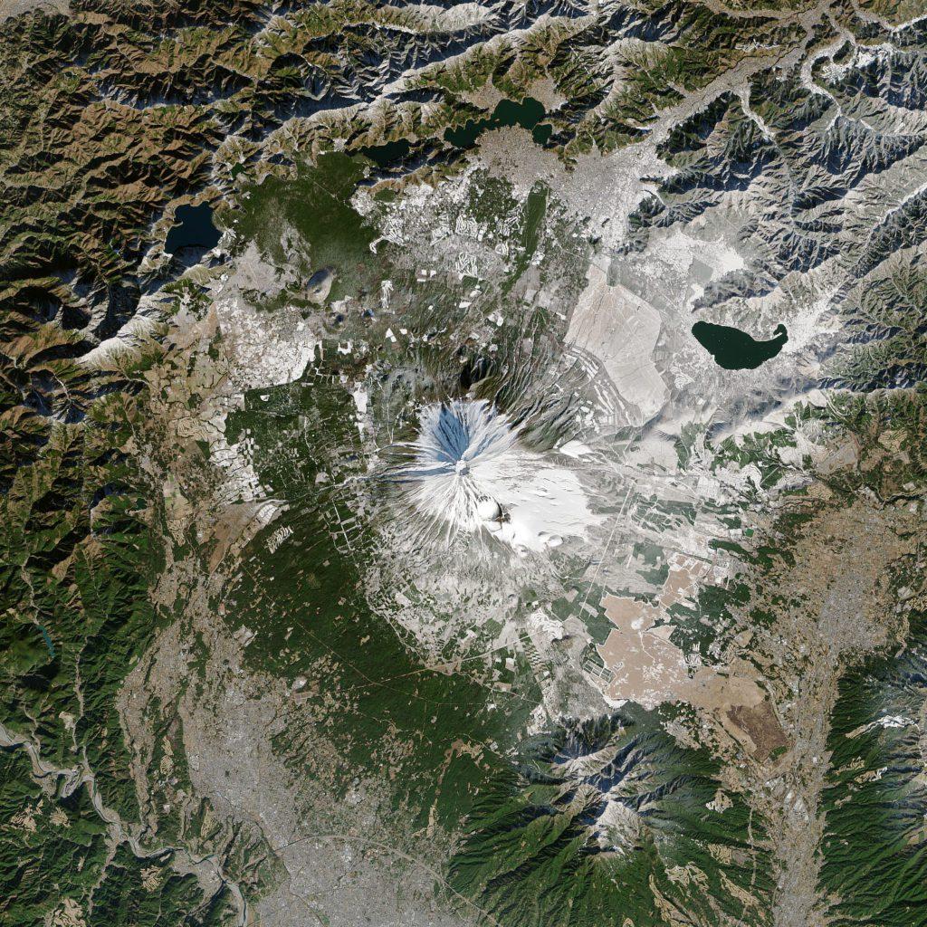 El monte Fuji, el 29 de diciembre de 2013, en un año con cobertura habitual de nieve en invierno.   FOTO: NASA