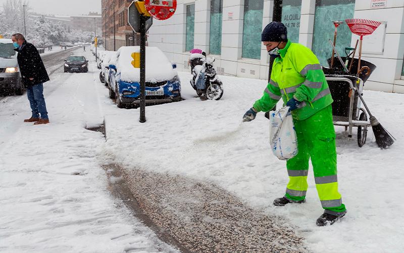 ¿Sabes por qué la sal se utiliza para combatir al hielo en las calles?