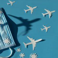 Los viajes en avión se desplomaron un 60% en 2020