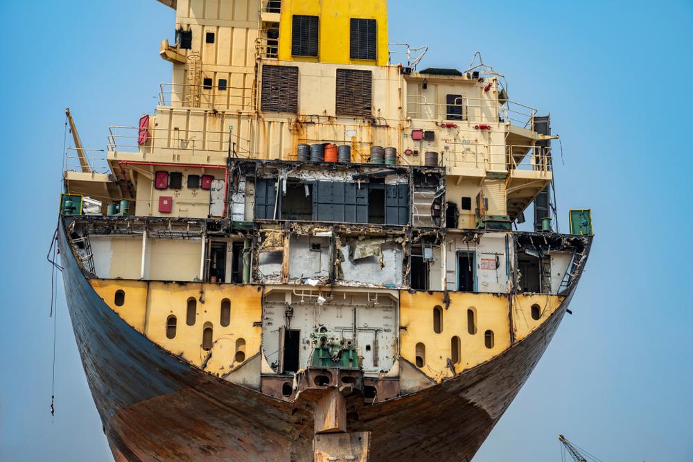 Todos los barcos son cortados a mano vertiendo productos tóxicos directamente al mar / Foto: Hari Mahidhar