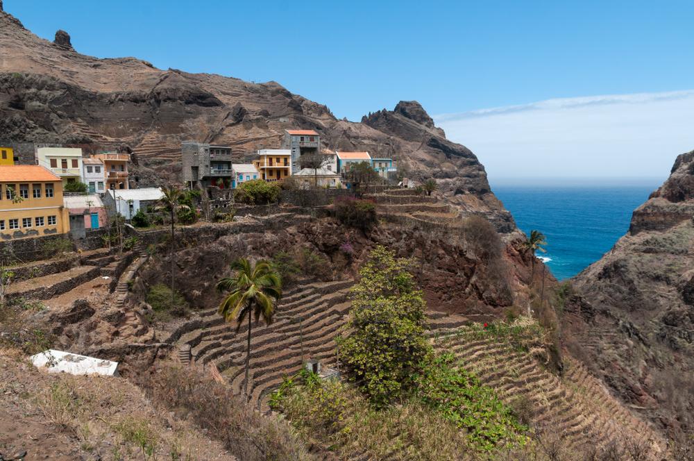Casas y terrazas de cultivo en la isla de Santo Antao, en Cabo Verde. | FOTO: Graeme Snow