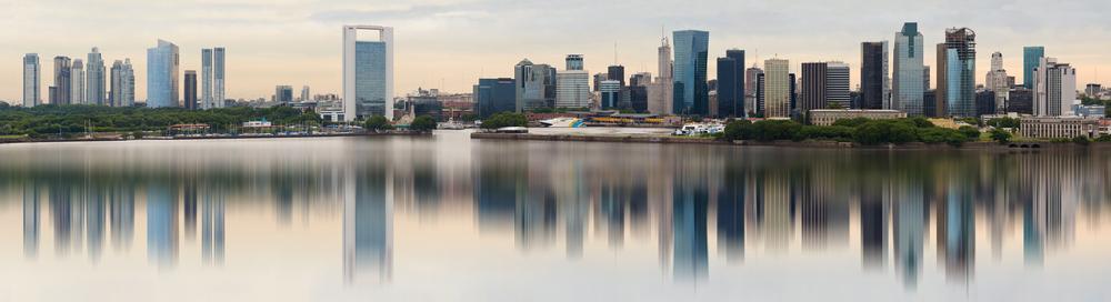 El horizonte de Buenos Aires, Argentina, visto desde el Río de la Plata.   FOTO: Carlos Yudica