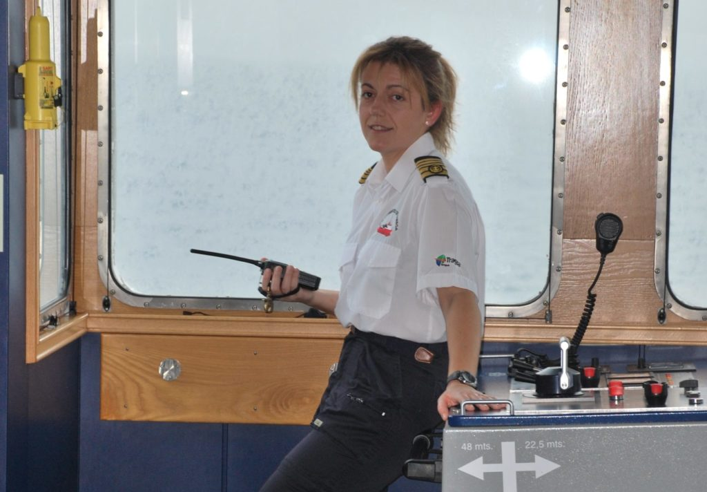 María Campos, capitana del buque oceanográfico Sarmiento de Gamboa