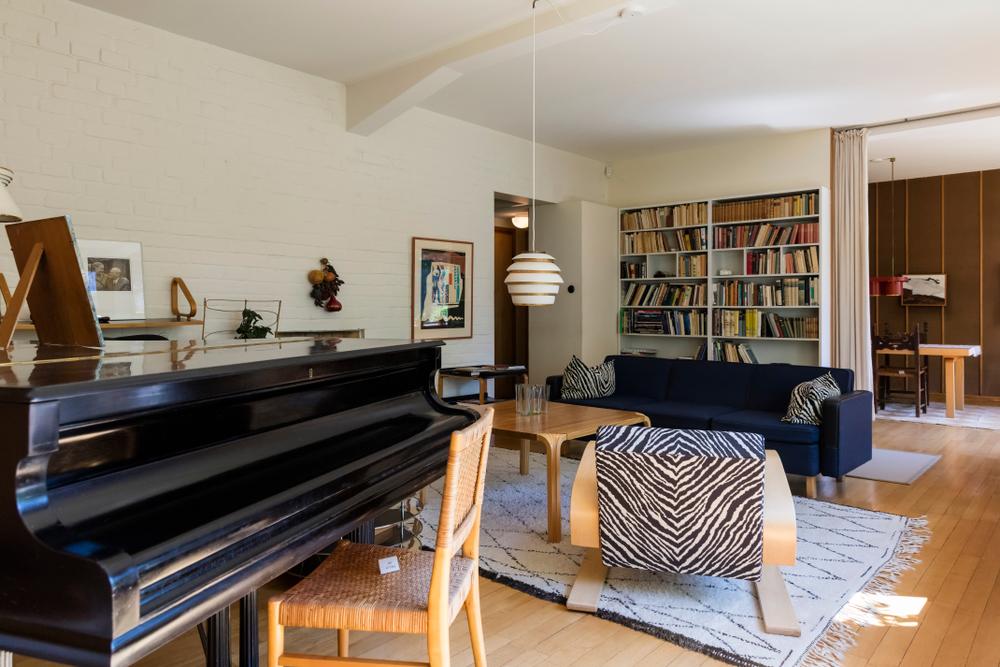 Interior de la vivienda particular de Alvar Aalto en Munkkiniemi, Helsinki, completada en 1936 y que emplea buena parte del mobiliario que él mismo diseñó. | FOTO: Karis 48