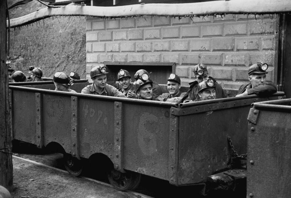 Una foto tomada en 1938 de mineros en Virginia, EEUU. | FOTO: Everett