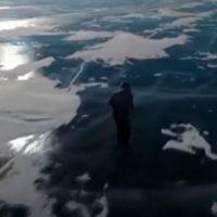La abuela que patina cada día por el Baikal