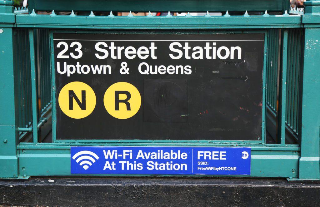 Estación de Metro de Nueva York que ofrece conexión de internet gratis a los pasajeros. | FOTO: Leonard Zhukovsky