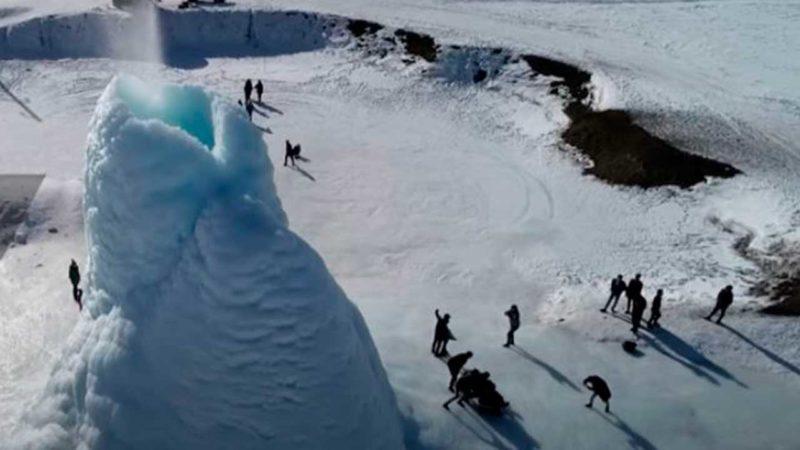 Aparece un volcán de hielo en Kazajstán