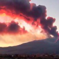 Impresionante la nueva erupción del volcán Etna (Sicilia)