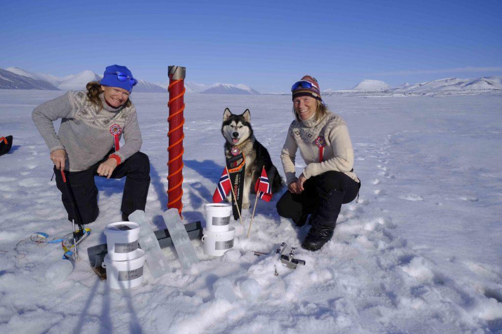 Para Sunniva Sorby y Hilde Fålun Strøm la ciencia ciudadana es su forma de vida.   FOTO: Hearts in The Ice