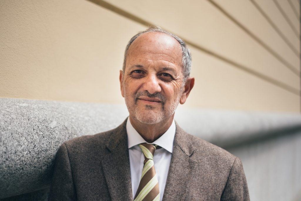 El físico Guido Tonelli, miembro del equipo que descubrió el bosón de Higgs y autor del libro de divulgación 'Génesis'..   FOTO: Adolfo Frediani.