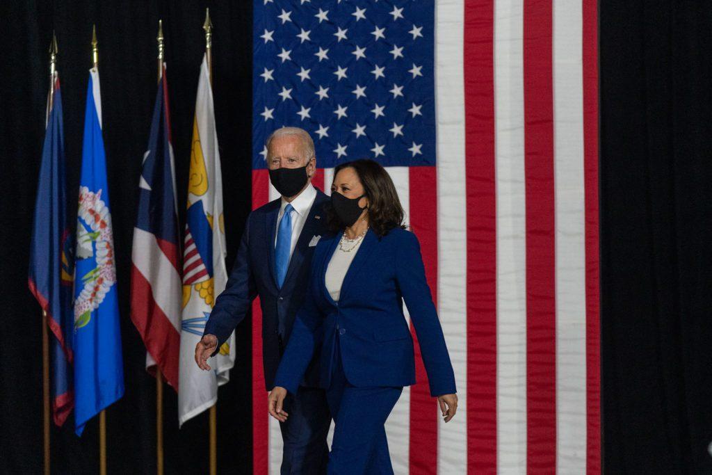 Joe Biden y Kamala Harris, en agosto de 2020, cuando se anunció la candidatura de esta para la vicepresidencia.   FOTO: Lawrence Jackson