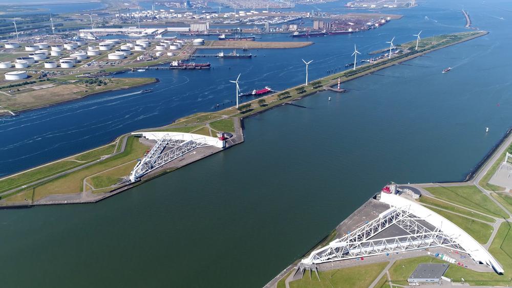 Parte del sistema de esclusas y barreras de Maeslantkering cerca de Rotterdam. | FOTO: GLF Media
