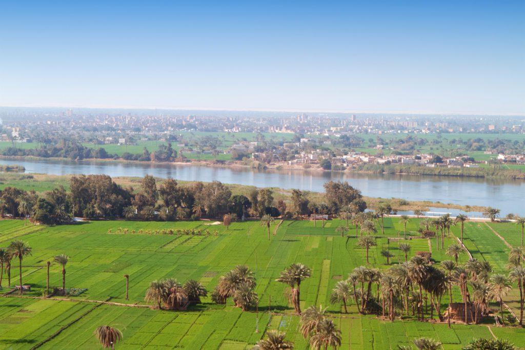 Terrenos agrícolas al pie del rio Nilo en la actualidad foto senderistas