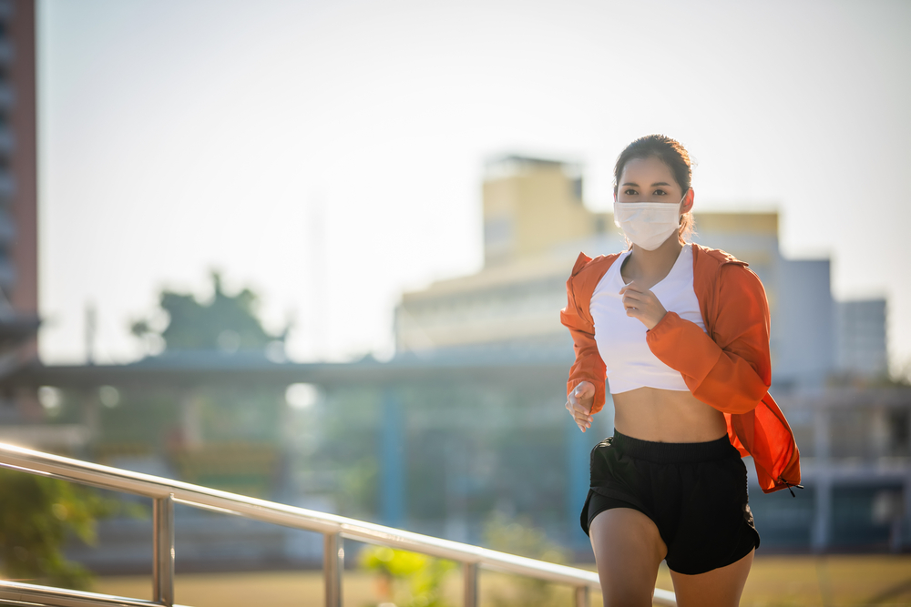 Deportista corriendo con mascarilla. | FOTO: TuiPhotoEngineer