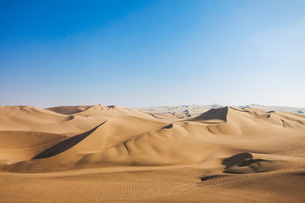 Dunas del desierto de Huacachina en la región de Ica de Perú.   FOTO: Saiko