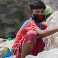 El plástico del covid castiga a los más vulnerables
