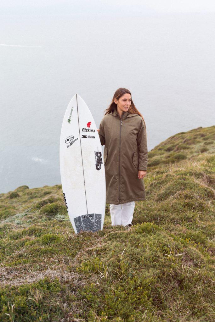 La surfista española Garazi Sánchez, comprometida con la protección de los océanos y que ha producido un documental sobre ello.
