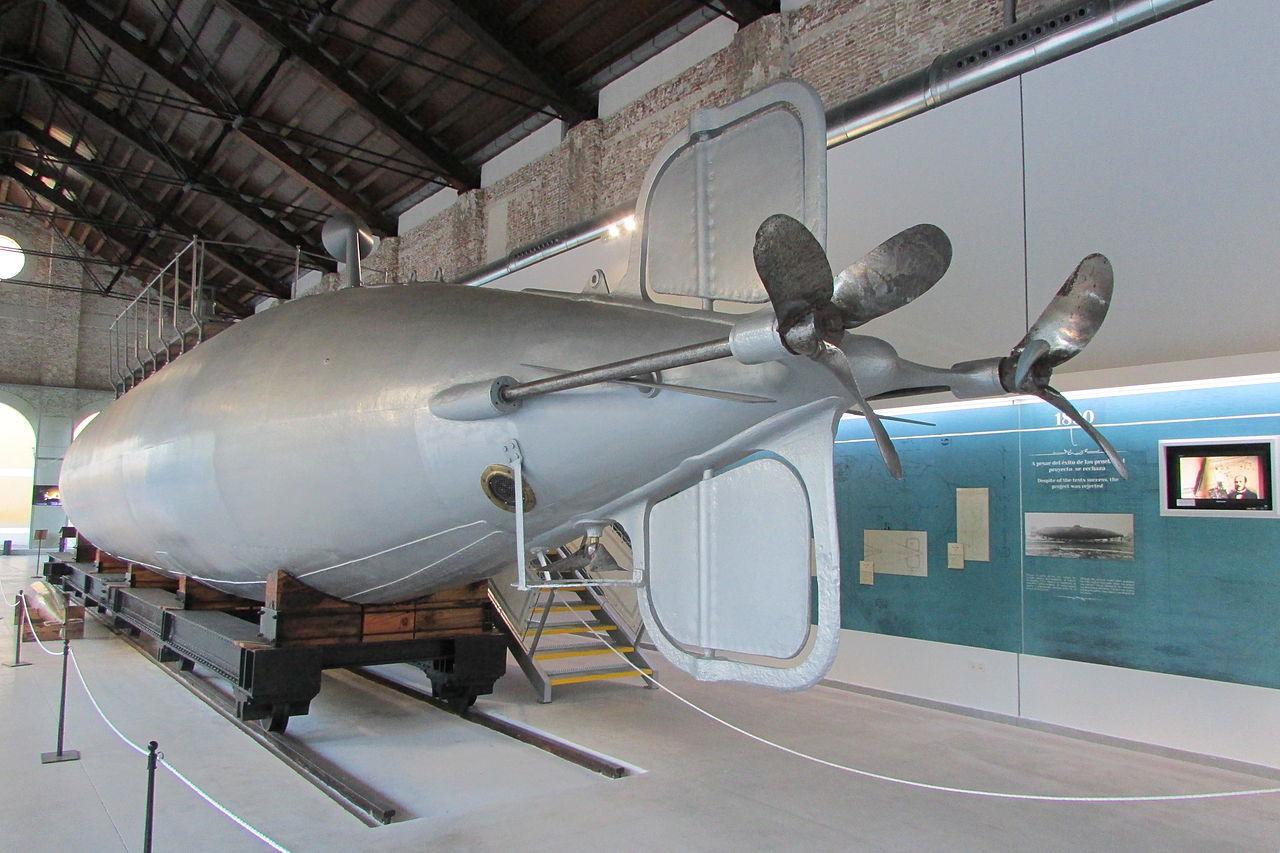 El submarino original de Peral, de 1888, conservado en el Museo Naval de Cartagena.   FOTO: MdeVicente