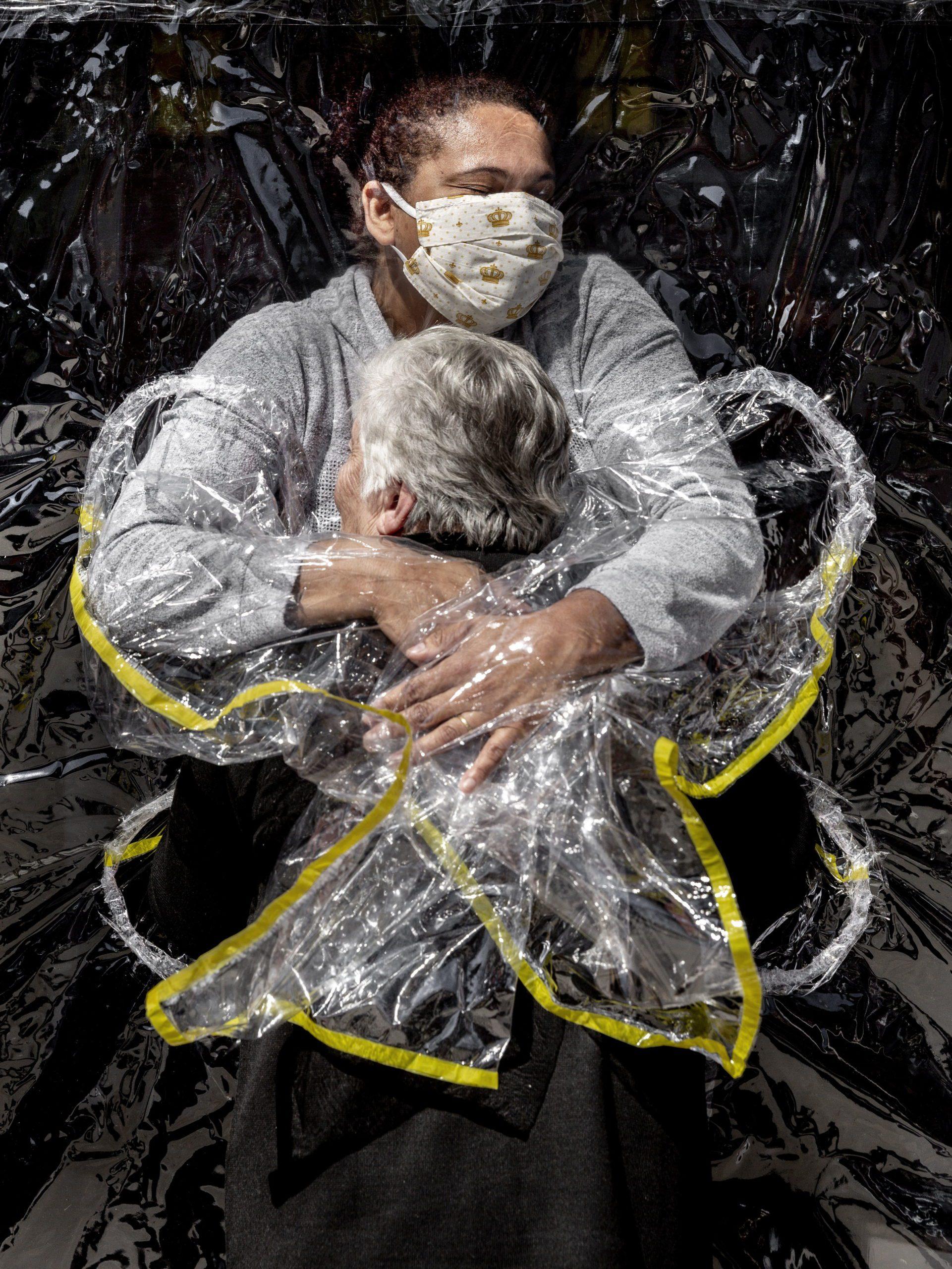 El primer abrazo | Foto: Mads Nissen